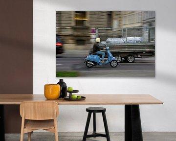Rollerfahrer in München von Stefan Heesch