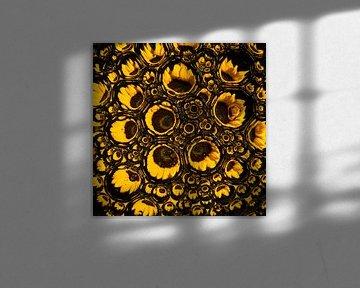 Sonnenblume in Tropfen, Nahaufnahme (Quadrat) von Marjolijn van den Berg