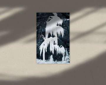 Ijsklimmen op bevroren waterval