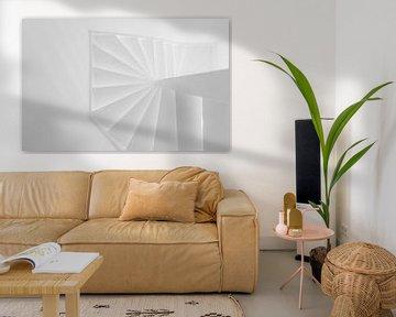 Schwarzes weißes abstraktes weißes Treppenhaus der Draufsicht von Mathieu van den Berk