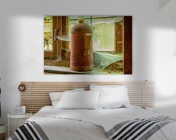 Flasche auf dem Fensterbrett von Danny de Jong