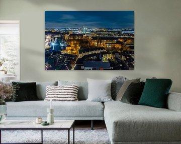 Skyline von Breda vom Großen Turm während des Abends. von Henk Van Nunen