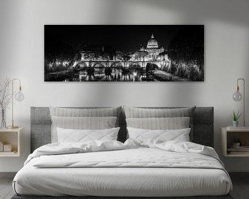 Rome - Ponte Sant'Angelo - Basilique Saint-Pierre de nuit sur Teun Ruijters