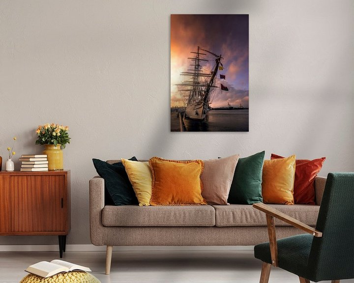 Sfeerimpressie: Sunset at the harbour van Klaas Fidom