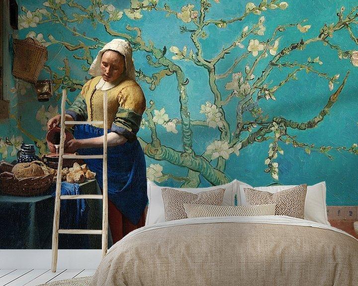 Sfeerimpressie behang: Melkmeisje van Vermeer met Amandel bloesem behang van Gogh van Lia Morcus