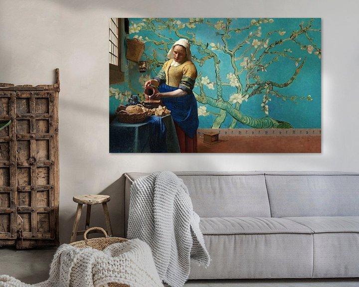 Sfeerimpressie: Melkmeisje van Vermeer met Amandel bloesem behang van Gogh van Lia Morcus