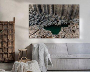 De Basalt kolommen canyon Stuðlagil in IJsland van Gerry van Roosmalen