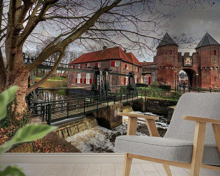 Sfeerimpressie behang: Koppelpoort historisch Amersfoort van Watze D. de Haan