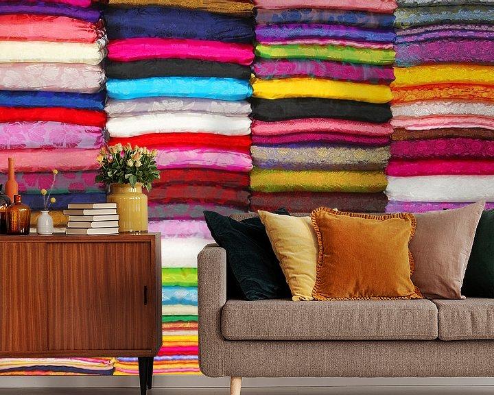 Sfeerimpressie behang: Zijden stoffen in alle kleuren van Inge Hogenbijl