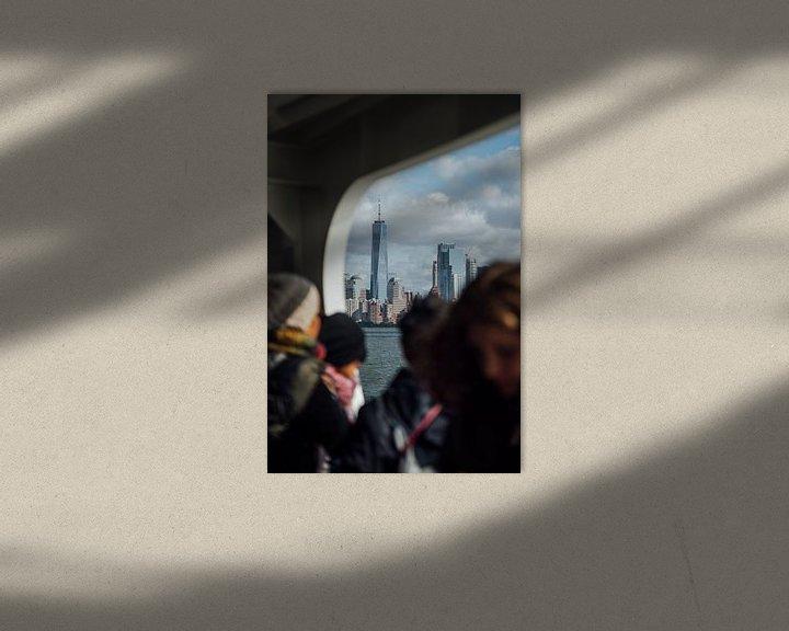 Sfeerimpressie: One World Trade Center vanaf de ferry naar Ellis Island van Bas de Glopper