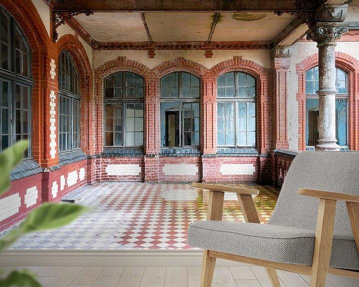 Sfeerimpressie behang: Verlaten Balkon in Verval. van Roman Robroek