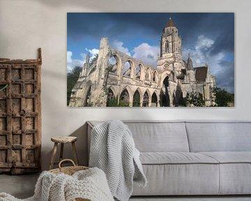 Ruinen der Saint-Étienne-Le-Vieux-Kirche, Caen, Frankreich von Deborah Blanc