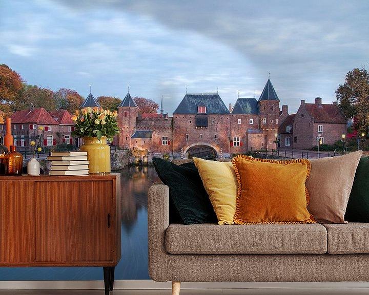 Sfeerimpressie behang: koppelpoort in Amersfoort van Maarten Starink Photography