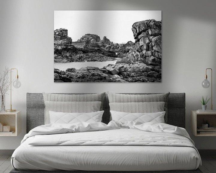 Sfeerimpressie: Huisje in de rotsen. van Karel Pops