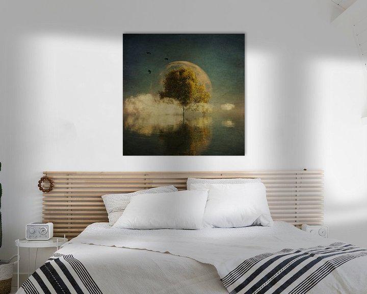 Sfeerimpressie: Droomlandschap – Surrealistisch landschap met gele berk en volle maan van Jan Keteleer