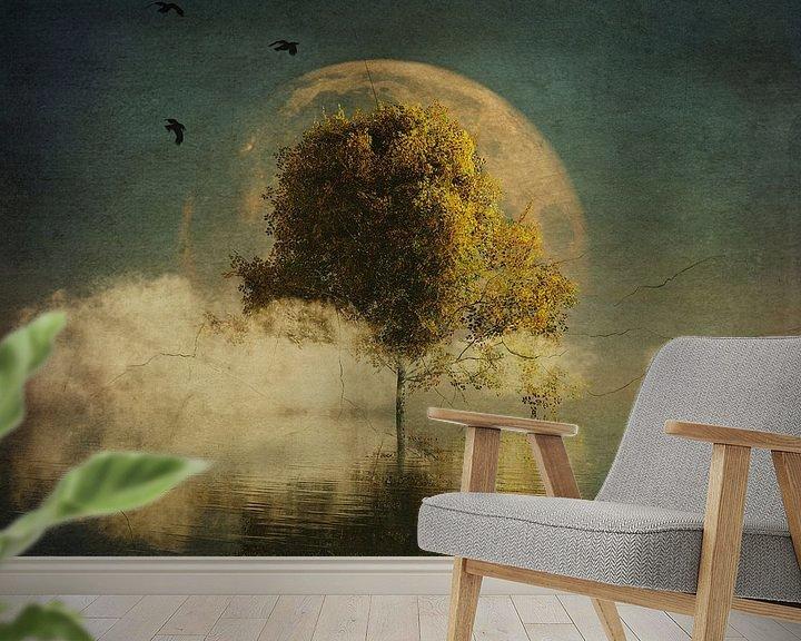 Sfeerimpressie behang: Droomlandschap – Surrealistisch landschap met gele berk en volle maan van Jan Keteleer