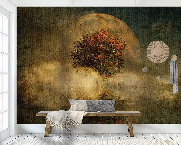 Sfeerimpressie behang: Droomlandschap – Volle maan met een Amerikaanse beuk in de mist van Jan Keteleer