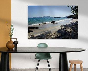 Het strand van Angra dos Reis, Brazilië. van Kees van Dun