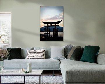 Itsukushima-schrijn, Miyajima, Japan bij zonsondergang van Marcel Alsemgeest