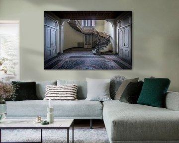 Treppenhaus in verlassener Villa von Inge van den Brande