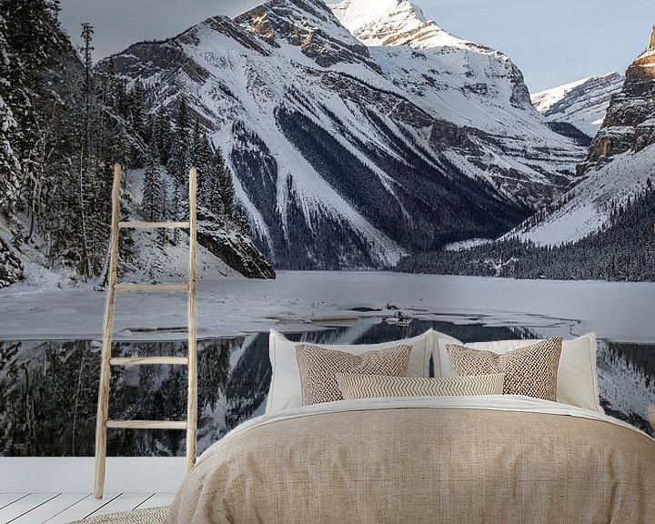 Sfeerimpressie behang: Mount Robson, AB van Luc Buthker