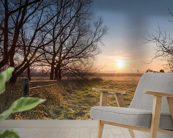 Sfeerimpressie behang: Verlaten erf aan de Gaternissekreek bij Sasput net na zonsopkomst van Nico de Lezenne Coulander