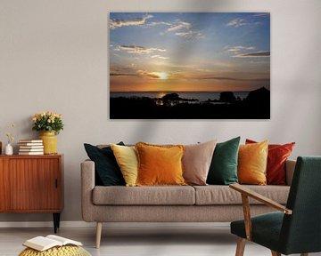 Zonsondergang aan zee Camaret sur Mer Bretagne van Sandra van der Burg