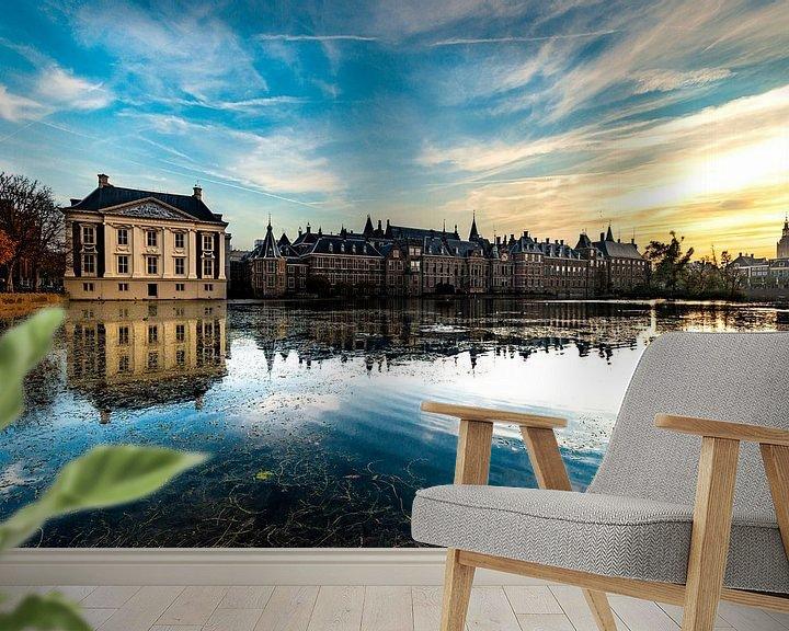 Sfeerimpressie behang: Binnenhof den Haag laag over het water van Brian Morgan