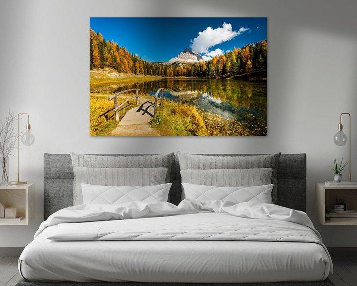 Beispiel: Eine See, Herbstfarben und berge in der Dolomiten von Rob IJsselstein