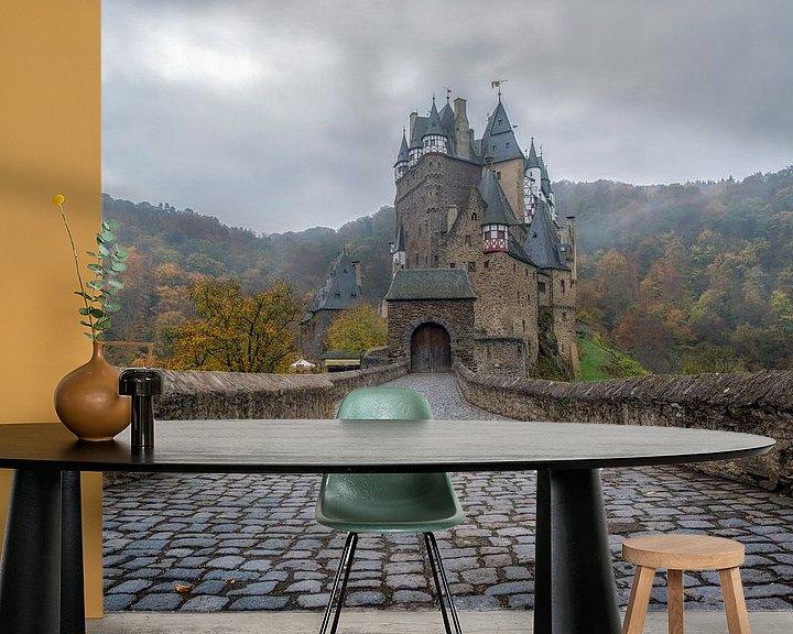 Sfeerimpressie behang: Burg Eltz van Steven Dijkshoorn