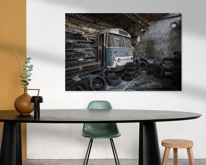 Beispiel: Dieser alte Bus wartet auf seinen Besitzer von Steven Dijkshoorn