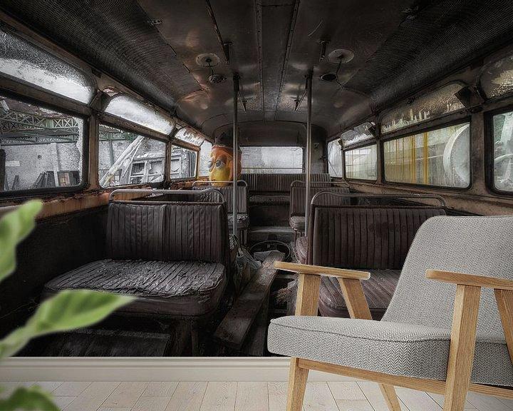 Beispiel fototapete: Alt, aber noch vergessen, das Innere eines Busses von Steven Dijkshoorn