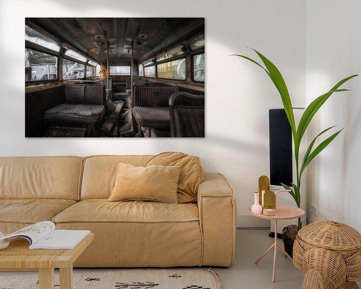 Beispiel: Alt, aber noch vergessen, das Innere eines Busses von Steven Dijkshoorn