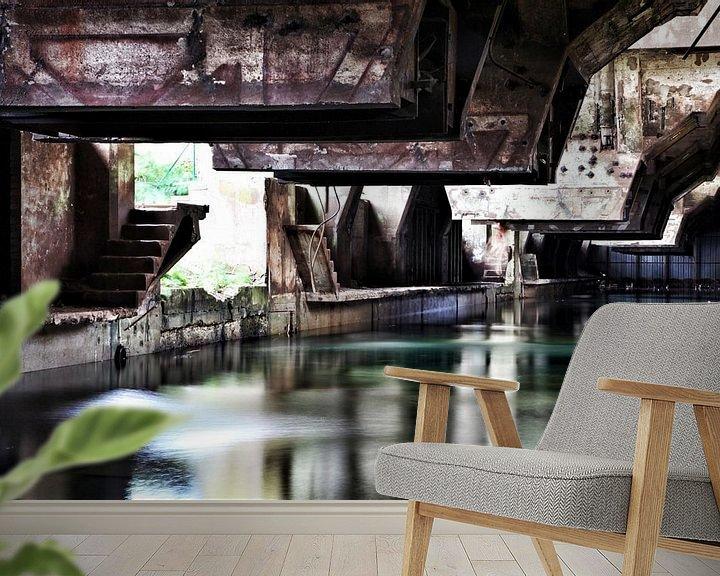 Sfeerimpressie behang: Koelbak oude staalfabriek van Nart Wielaard