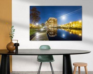 Leiden Roomburg in de nacht met volle maan van Dennis van de Water
