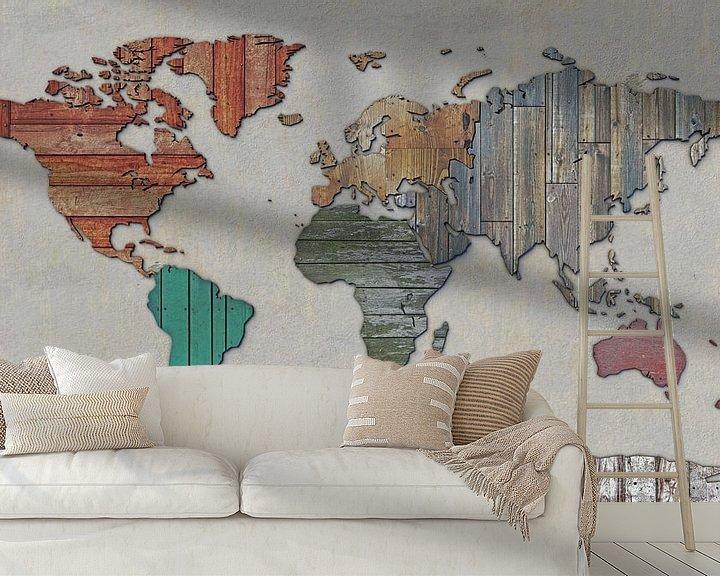 Sfeerimpressie behang: Wereldkaart in sloophout van Frans Blok