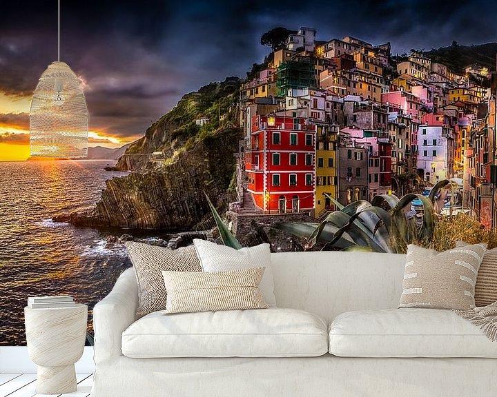 Sfeerimpressie behang: riomaggiore van Rubin Versigny