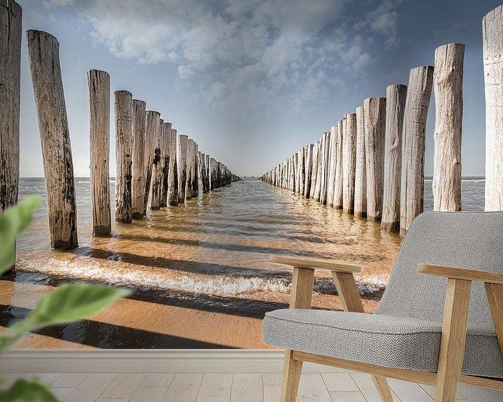 Sfeerimpressie behang: Golfbrekers op het strand van Domburg V van Martijn van der Nat