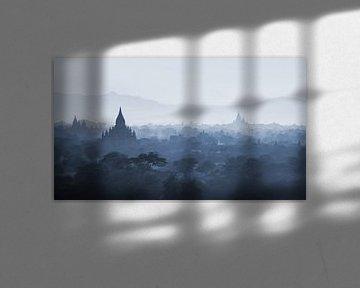 Sonnenuntergang über Pagoden von Bagan, Myanmar von Rene Mens