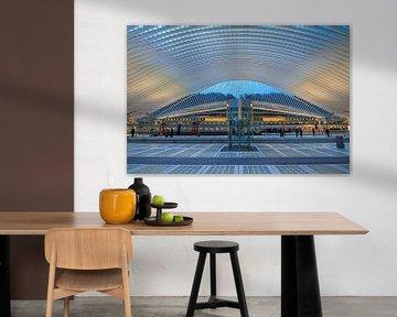 Interieur Liege-Guillemins in het blauwe uur von Dennis van de Water