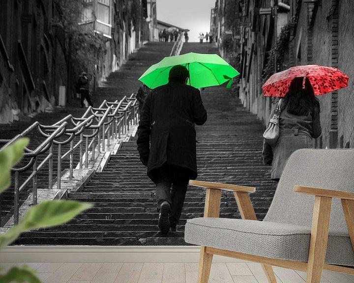 Sfeerimpressie behang: Montagne de Bueren met paraplu's van Dennis van de Water