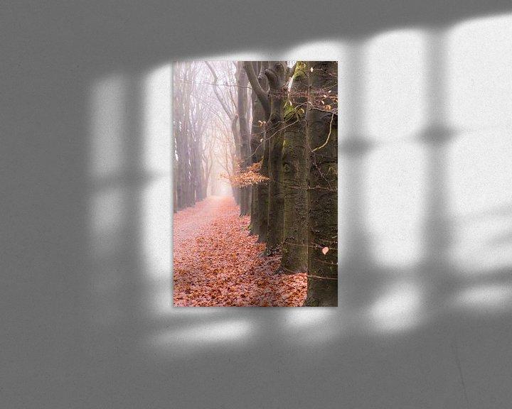 Sfeerimpressie: Bospad op een mistige winterochtend van Mayra Pama-Luiten