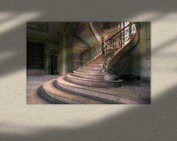 Treppe in verlassenem Landhaus von Kristof Ven