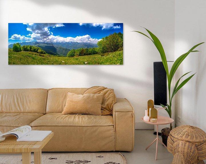 Sfeerimpressie: Panorama foto van de groene bergen in de Italiaanse alpen van Björn Jeurgens
