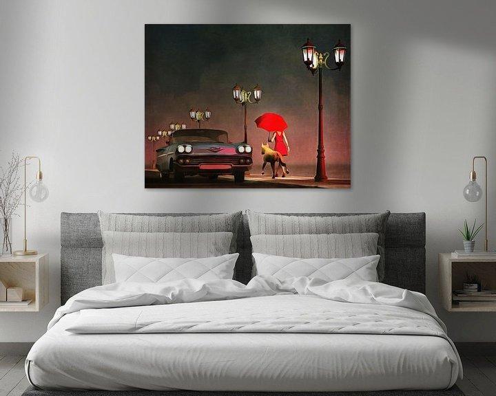 Sfeerimpressie: Retro – Klassiek Het meisje in het rood en een oldtimer Chevrolet Belair van Jan Keteleer