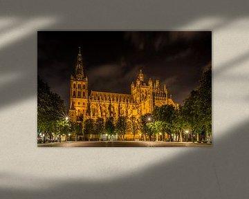 La cathédrale Saint-Jean à 's-Hertogenbosch la nuit. sur Ad Van Koppen