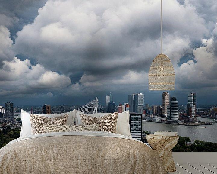 Sfeerimpressie behang: Wolken boven de stad | Rotterdam van Menno Verheij / #roffalove