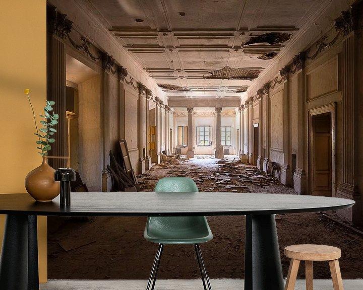 Sfeerimpressie behang: Verlaten Villa met Kapotte Vloer. van Roman Robroek