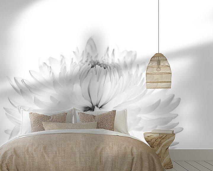 Sfeerimpressie behang: Chrysant van Ratna Bosch
