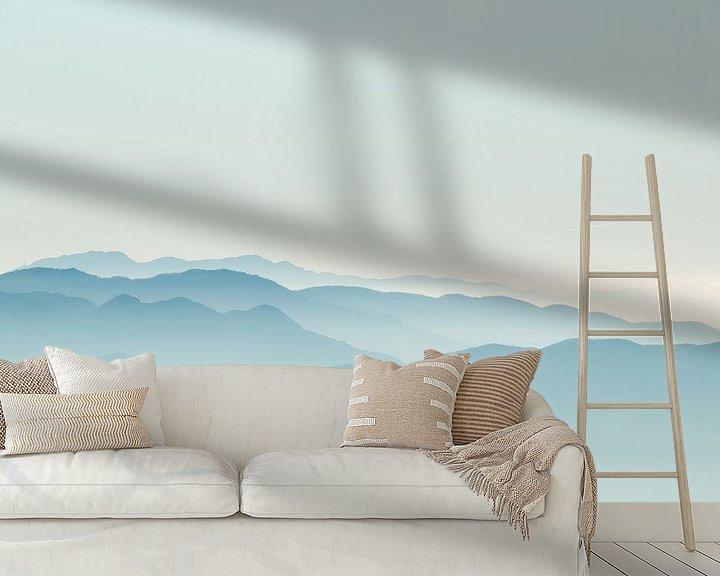 Sfeerimpressie behang: Misty mountains van Claudia van Zanten